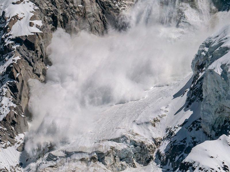 Avalanșă puternică în Statele Unite ale Americii: Persoane, prinse sub zăpadă