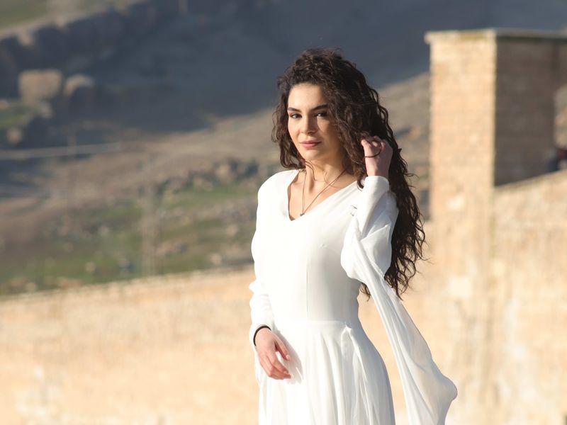 "Ebru Șahin, Reyyan, din noul serial ""Hercai"""