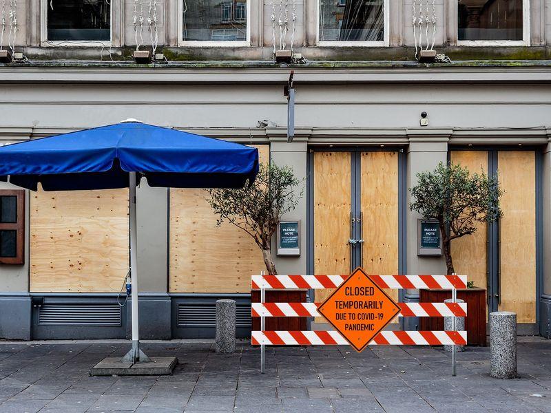 Decizie de ultimă oră! Orașul care intră în scenariul roșu! Restaurantele și teatrele se închid
