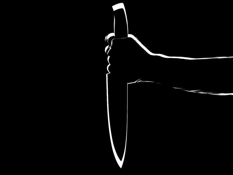 Caz șocant în Galați! Un bărbat s-a înjunghiat pentru că soția lui nu îi deschidea ușa de frică