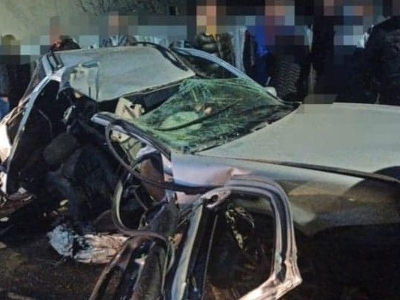 Un tânăr a murit nevinovat, după ce mașina condusă de prietenul lui a intrat într-un stâlp! Mașina circula cu peste 100 km/oră