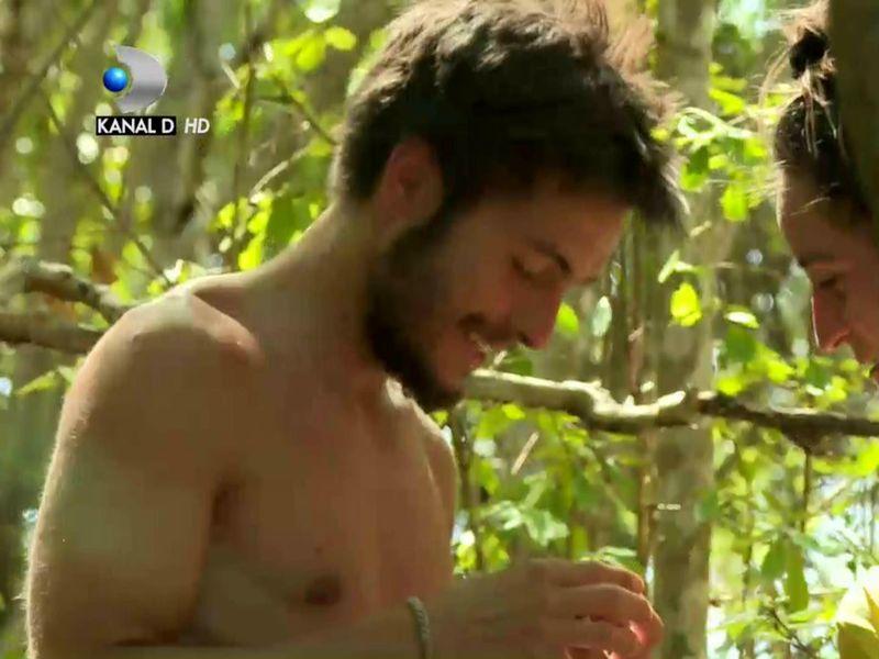 Sindy de la Survivor România i-a căzut cu tronc lui Albert Oprea