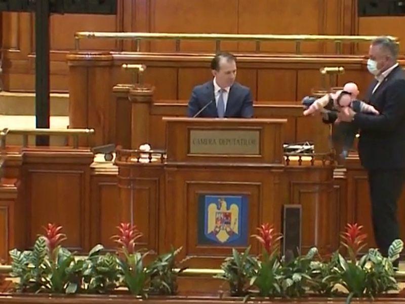 Premierul României, Florin Cîțu, ironizat de PSD