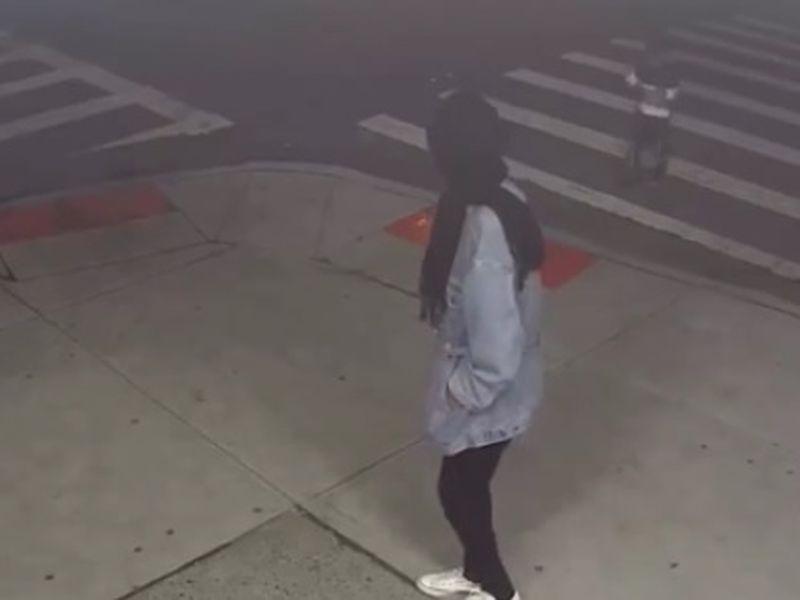 O copilă de patru ani a fost abandonată pe stradă