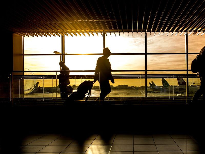Un român de 19 ani a fost prins și arestat pe aeroport