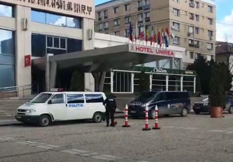 Alertă cu bombă la un hotel din Iași! Toți oamenii cazați au fost evacuați de urgență FOTO