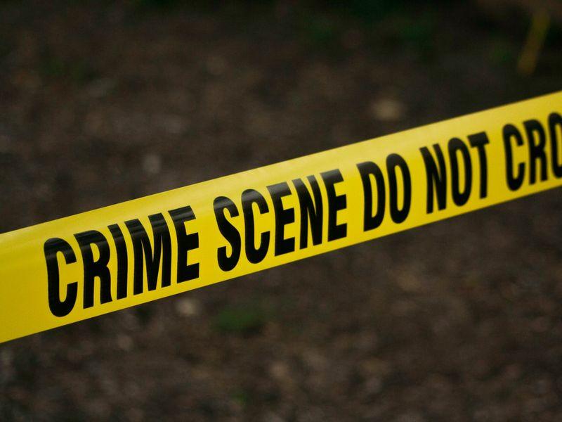 Un tată și-a decapitat fiica, după ce a văzut-o alături de un bărbat!