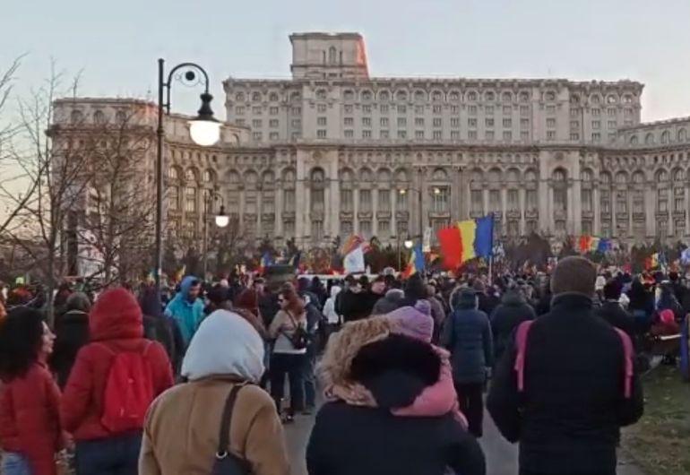 Proiect de lege controversat în ceea ce privește vaccinarea obligatorie! O mie de români au protestat în fața Parlamentului