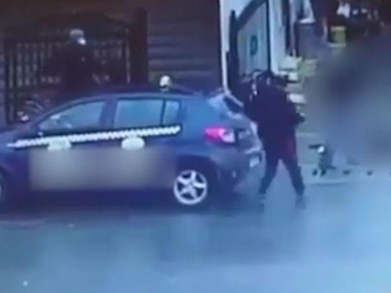 Florentina, o tânără mamă, snopită în bătaie în mijlocul străzii