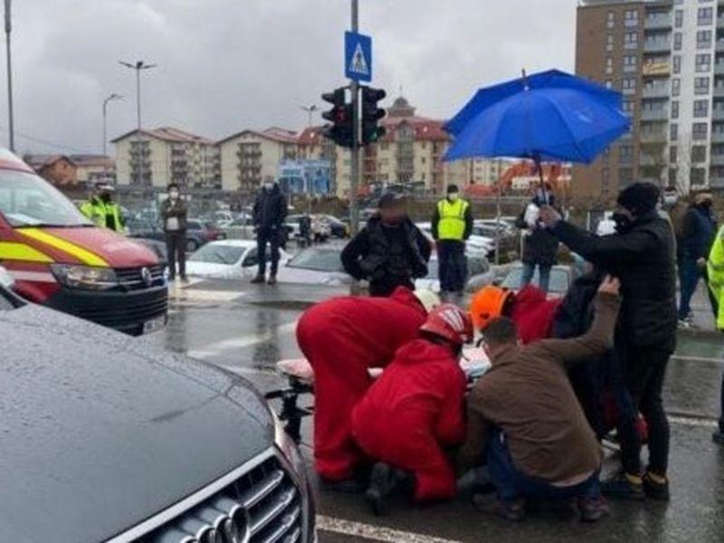 Două tinere au fost spulberate pe trecerea de pietoni semaforizată