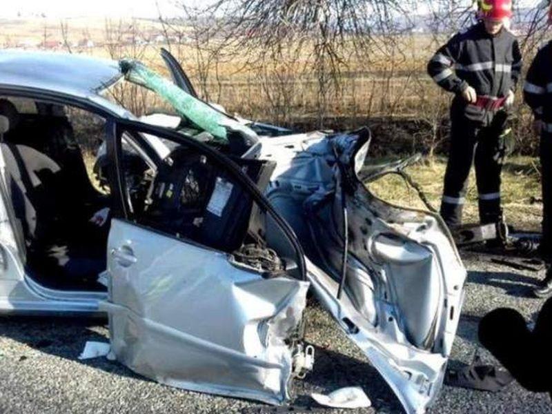 Tinerii din maşina făcută praf la Vâlcea, lăsaţi să moară de un martor