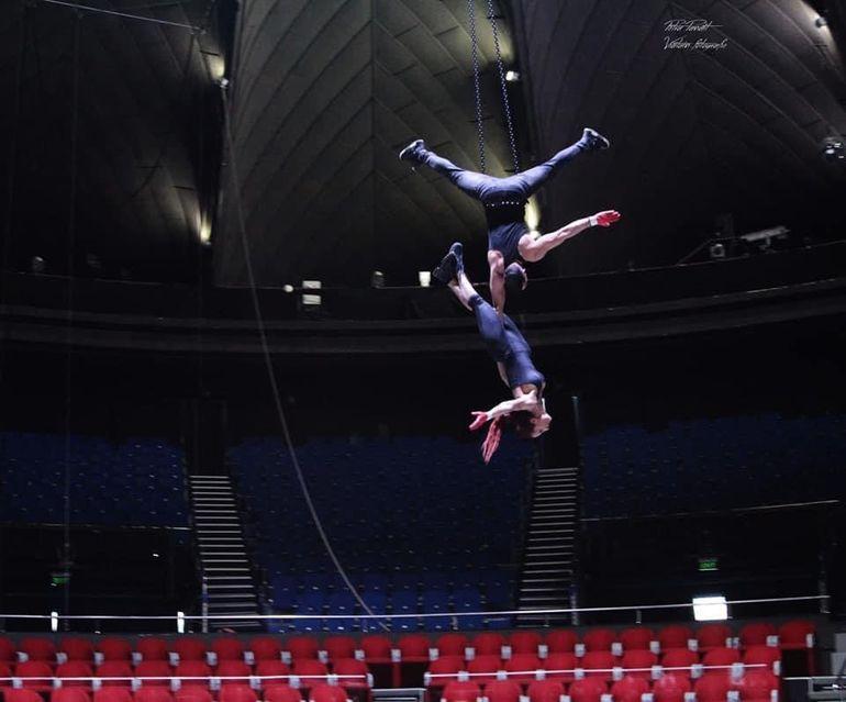 Acrobatul Circului Metropolitan, accidentat în urmă cu o lună și jumătate, a murit subit! Artistul a căzut de la înălțime în timpul unui antrenament