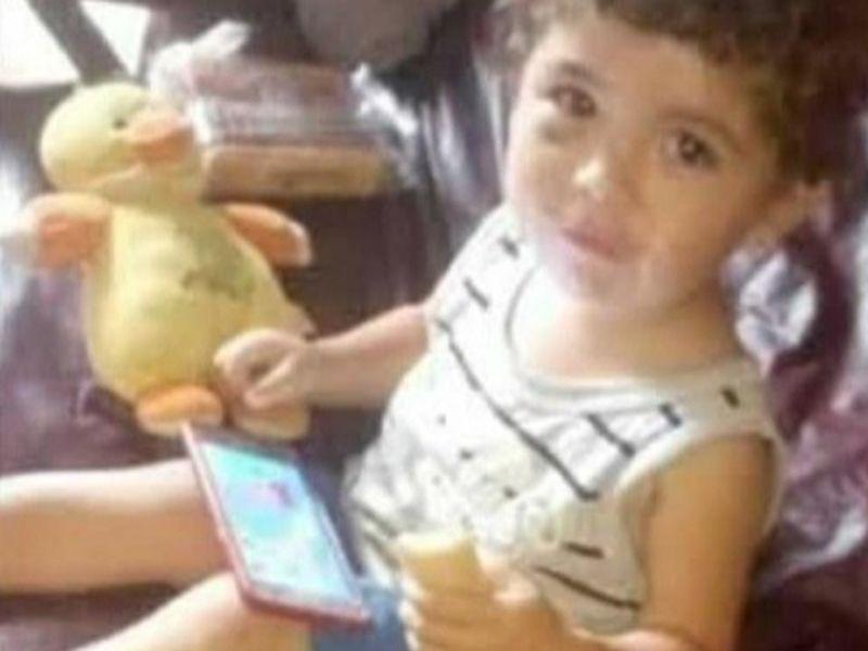 Băiețel de doi ani, torturat și batjocorit până la moarte de tatăl vitreg