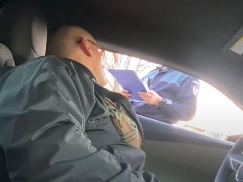 Dialog halucinant! Un tânăr polițist, luat la mișto de un interlop