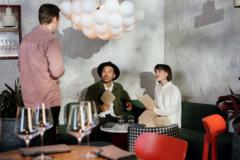 """Accesul persoanelor în cinematografe, restaurante sau teatre s-ar putea face pe baza unui test COVID negativ: """" Suntem la stadiul de discuție"""""""