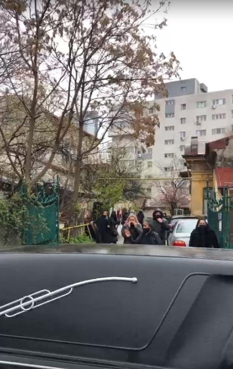 Primele imagini de la înmormântarea lui Nelu Ploieșteanu! Artistul va fi condus pe ultimul drum: