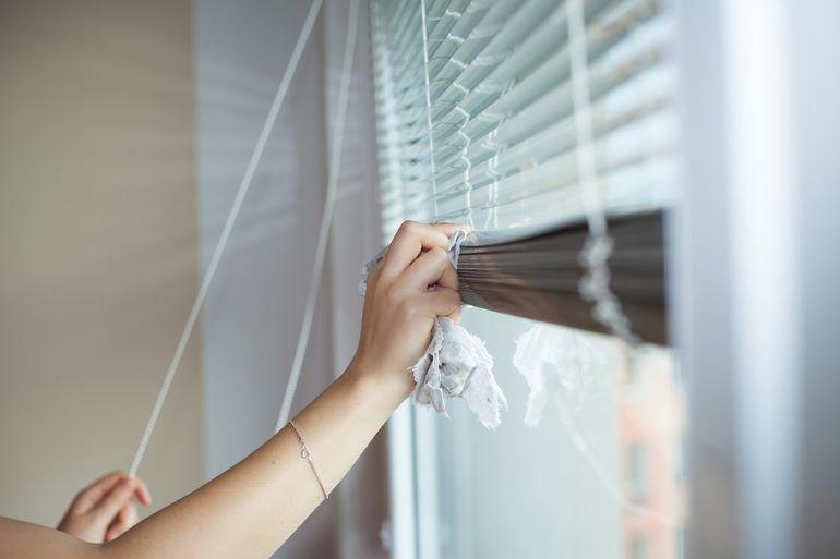 Paşte 2021. Cum să cureţi geamurile corect pentru curăţenia de Paşti. Sfaturi practice pentru o casă curată