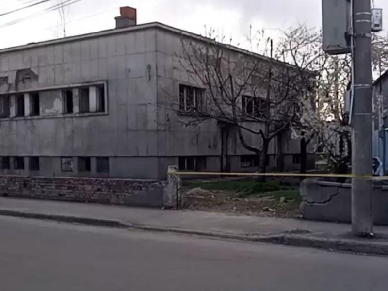 O fată de 17 ani și-a găsit sfârșitul într-o baie publică din Ploiești