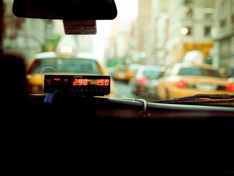 Cu un copil bolnav în brațe, în plină noapte, un tată a apelat la ajutorul unui taximetrist