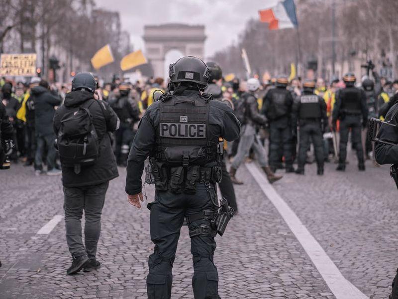 Un nou atac armat în Paris! O fetiță de doar 10 ani a fost împușcată