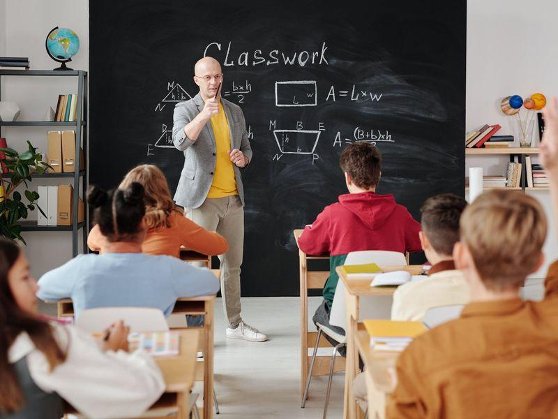 Profesorii care refuză vaccinarea ar putea preda doar în mediul online! Ministrul Educației face anunțul momentului