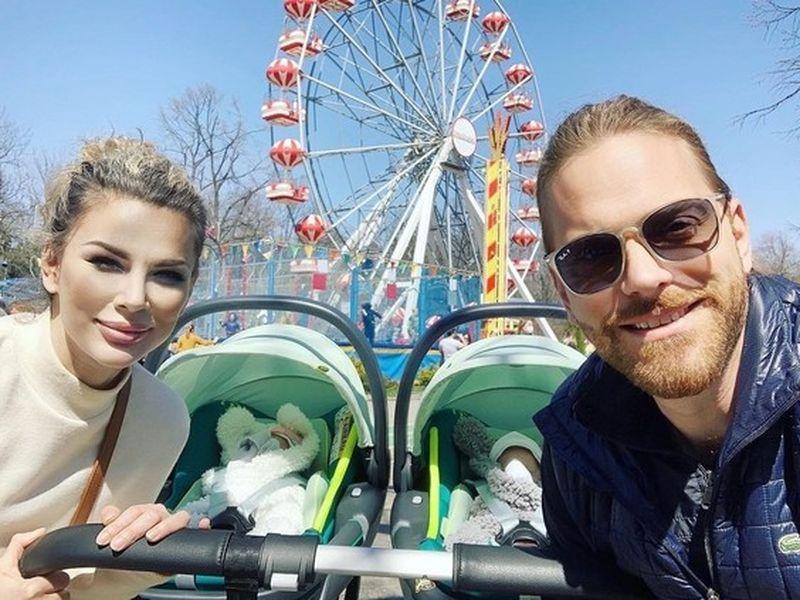Alina și Ilan Laufer au ieșit la plimbare cu gemenii! Cum se simte vedeta la momentul actual
