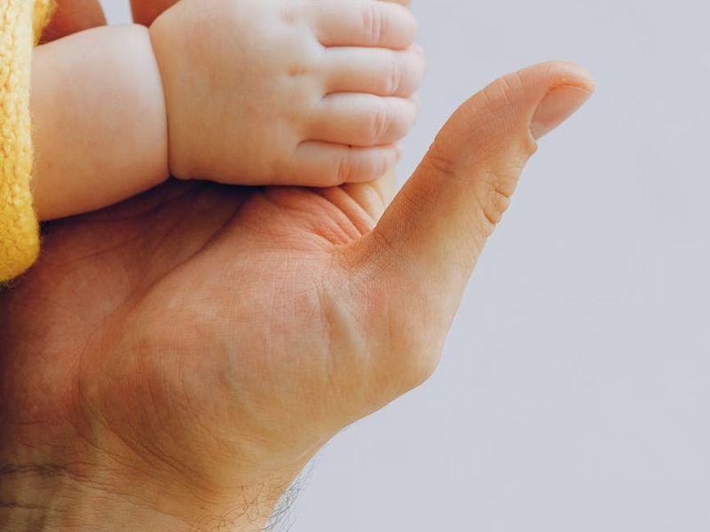 Caz șocant în Cluj. Un bebeluș s-a stins din viață după ce mama l-a născut acasă și l-a abandonat în cadă