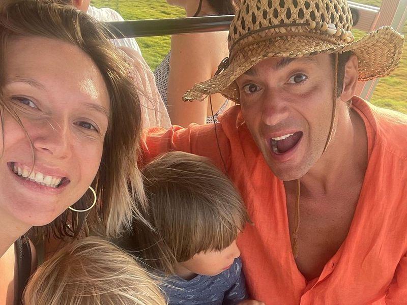 Ce se întâmplă cu Adela Popescu după ce a venit din vacanță? Incredibil ce i-a cerut soțului ei la întoarcere