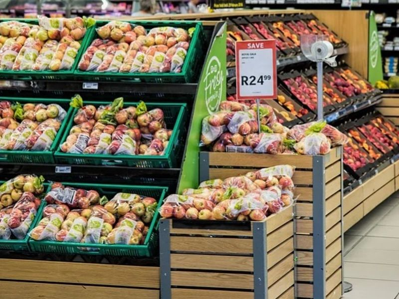 Până la cât vor fi deschise supermarketurile sâmbătă și pe 1 mai