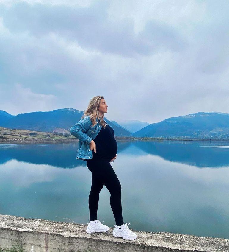 """Daniela Iliescu, iubita lui Culiță Sterp de la Survivor România, ședință foto superbă înainte de naștere. A primit o avalanșă de comentarii: """"Abia aștept pozele cu toți trei"""""""