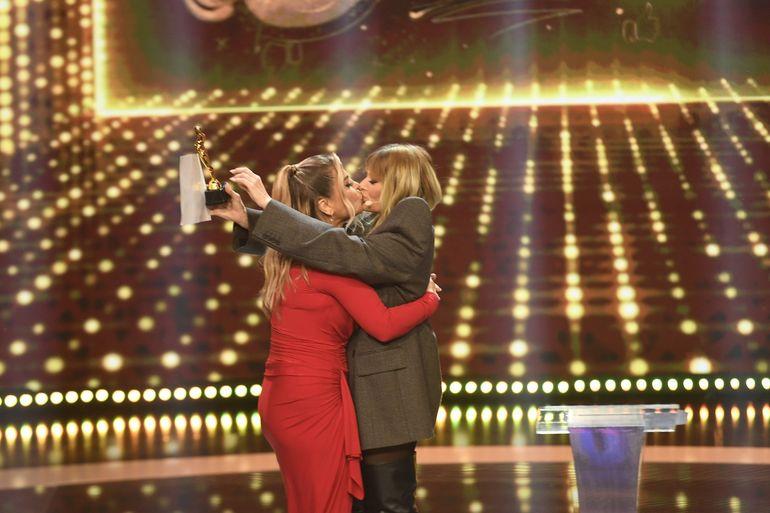 Delia și Loredana Groza, moment incendiar pe platoul de filmare. S-au sărutat în văzul tuturor