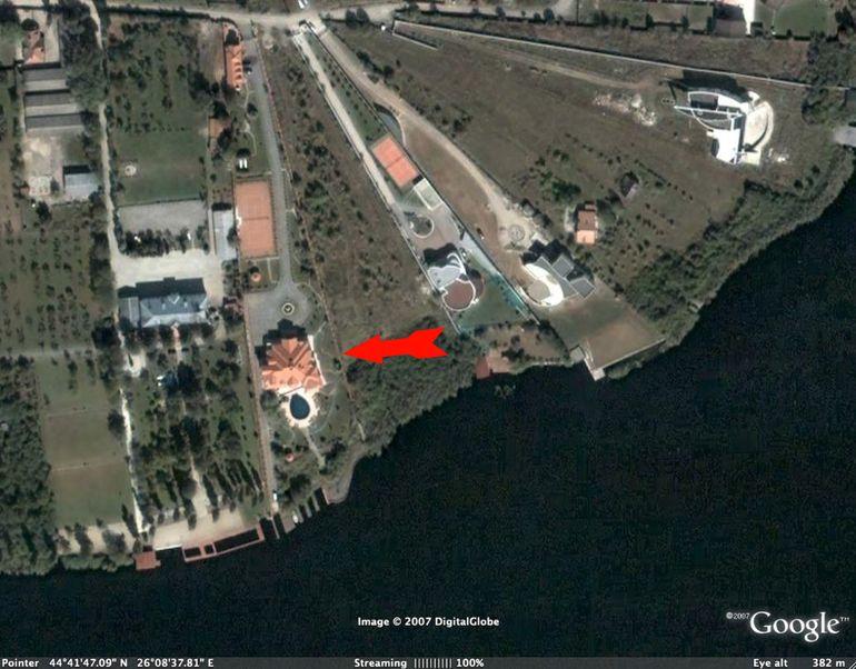 """Ruinele vilei lui Irinel Columbeanu, vizibile din satelit! Detaliul bizar observat de sus: """"Incediul a fost un furt deghizat""""! Dezvăluiri exclusive"""