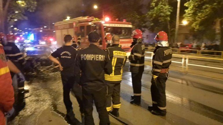 Incendiu grav pe Turda! Pompierii au ajuns la fața locului, după ce o mașină a luat foc FOTO/VIDEO