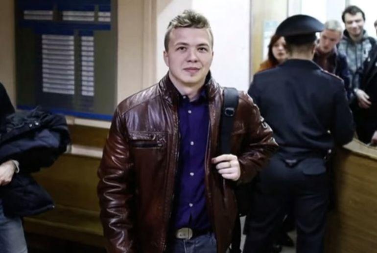 Cine este Roman Protasevici. Jurnalistul, reținut după ce avionul cu care zbura a fost forțat să aterizeze în Belarus, apare bătut într-o filmare