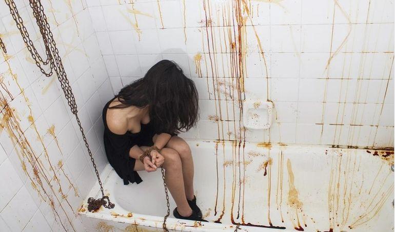 Un nou caz zguduie România! Tânără sechestrată, legată și obligată să-și guste sângele: