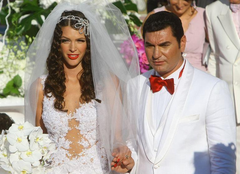 """Logodnicul Alinei Vidican era """"puțin căsătorit"""" atunci când cei doi s-au cunoscut? Dezvăluiri neașteptate despre arătosul Claude! EXCLUSIV"""