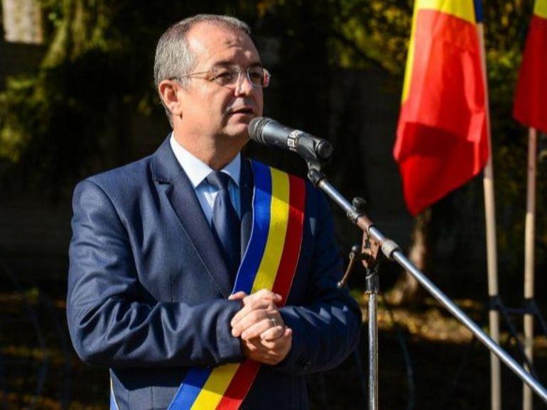 Emil Boc a răbufnit în direct la un post de radio! Edilul Clujului nu și-a mai cenzurat limbajul