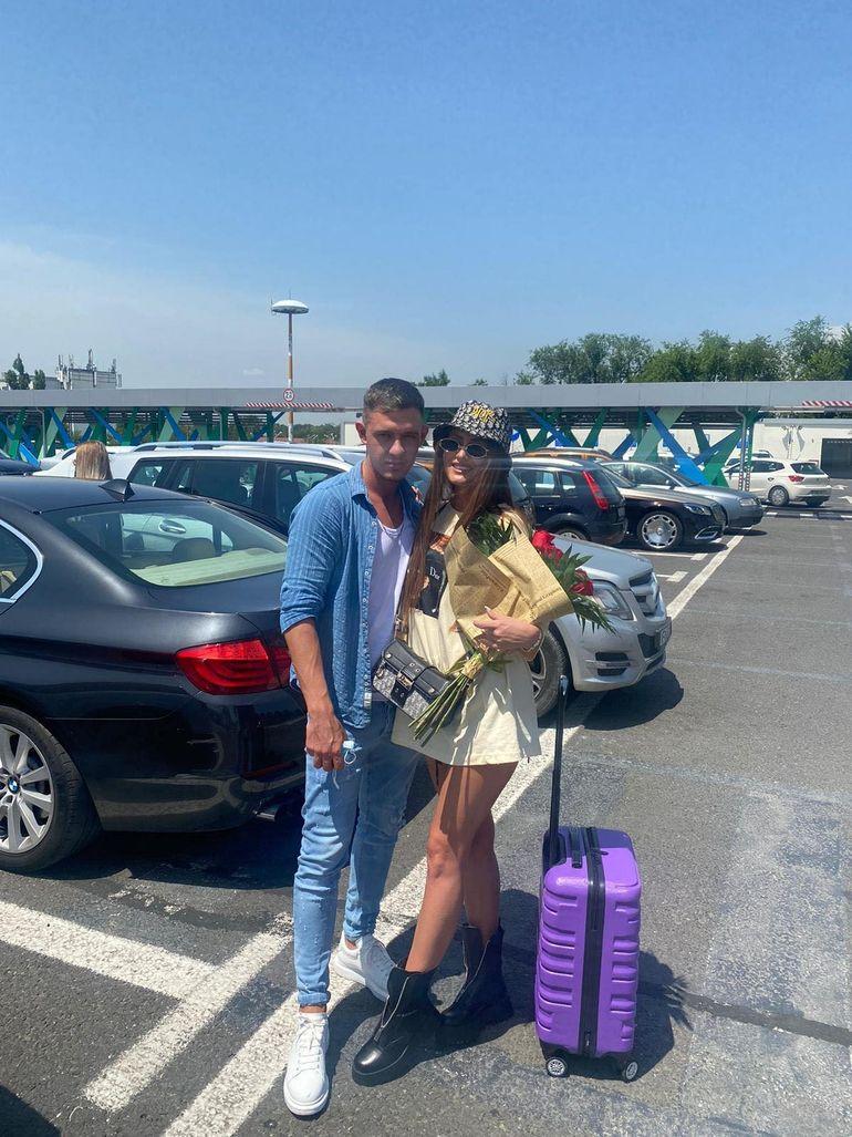 """EXCLUSIV Cristian Comănici și Mariana de la Puterea dragostei, întâlnire emoționantă la aeroport: """"La bine și la greu!"""""""