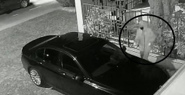 Bolid incendiat în stil mafiot în parcarea unei locuințe de lângă Timișoara. Cine era proprietarul autoturismului