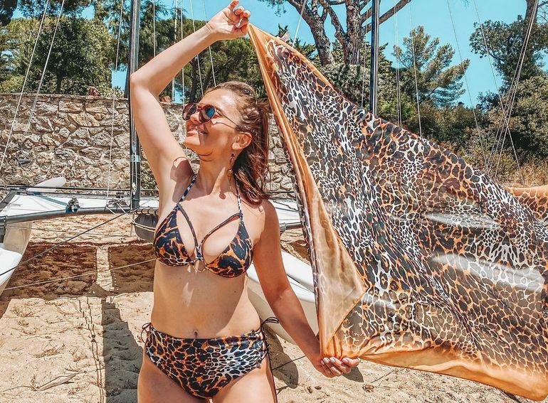 Cristina Șișcanu, criticată și umilită de fani pentru un detaliu scăpat în poze. Fosta concurentă