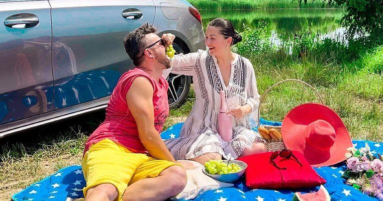 Gabriela Cristea a returnat mașina lui Marcel Toader și circulă cu o limuzină închiriată! A scăpat de datoriile la fostul soț, la doi ani de la moartea acestuia! EXCLUSIV