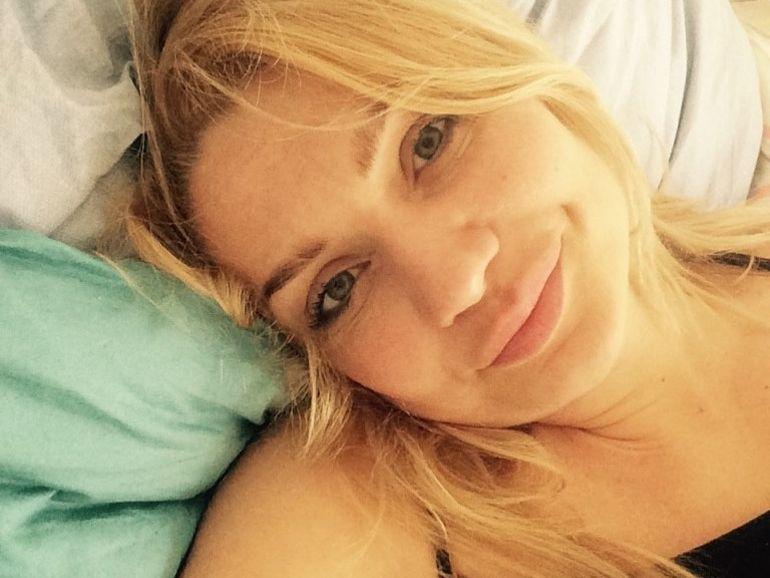 Cristina Cioran, vacanță la mare în timp ce fiica ei se află internată în spital