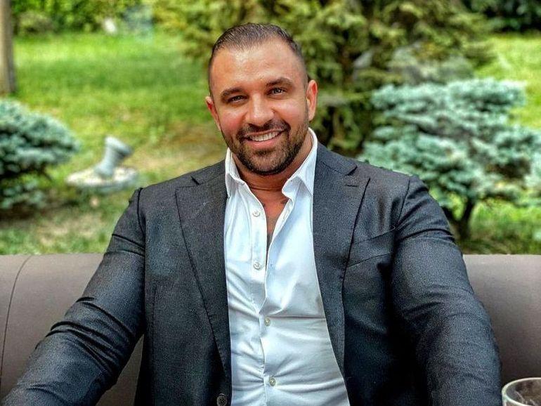 Alex Bodi le-a dat clasă milionarilor la Mamaia cu bolidul său de 500.000 de euro! Turiștii și-au făcut cruce când au văzut ce număr și-a pus la mașină afaceristul!