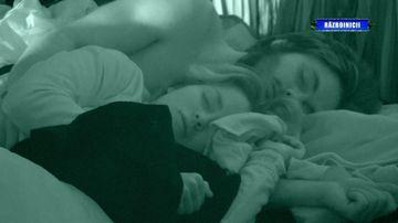 """Vă mai aduceți aminte când Albert a sărutat-o pe Maria în somn? Ce a pățit un concurent de la Survivor SUA care a fost prea """"drăgăstos"""" cu fetele din echipă?"""