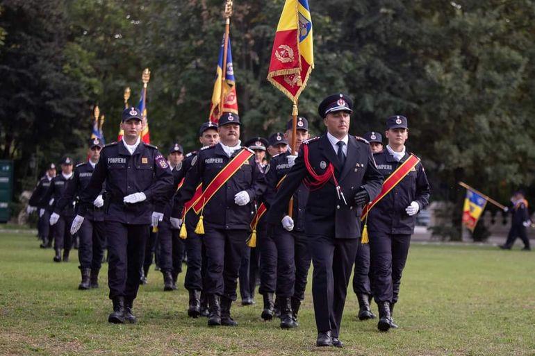 Pompierii români au fost decorați de Klaus Iohannis. Șeful statului le-a mulțumit salvatorilor pentru profesionalismul de care au dat dovadă în misiuni
