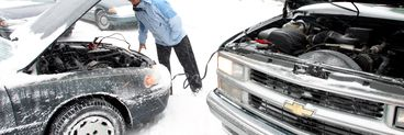Pregateste-te sa infrunti zapada! Uite ce trebuie sa ai cu tine daca pleci la drum cu masina prin tara!