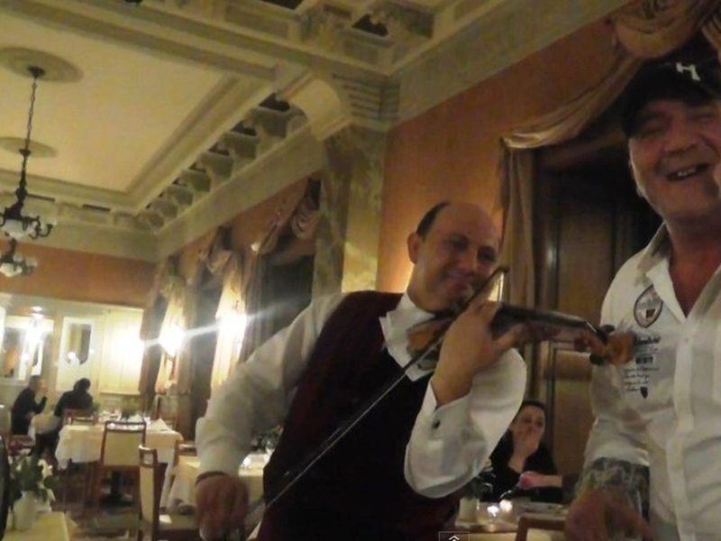 Nalson a facut show intr-un restaurant de fite din Budapesta
