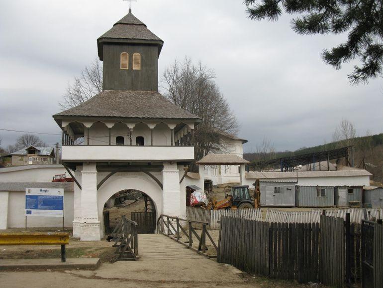 O comoara este ascunsa langa o manastire din Prahova. Cautatorii de aur sunt in alerta maxima, autoritatile incearca sa protejeze zona!