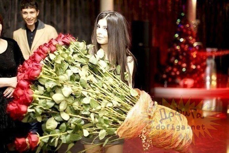 E cea mai invidiata fata de pe Facebook! Iubitul a inselat-o iar ca sa-l ierte i-a trimis un buchet de 1.000 de trandafiri! Vezi cum arata