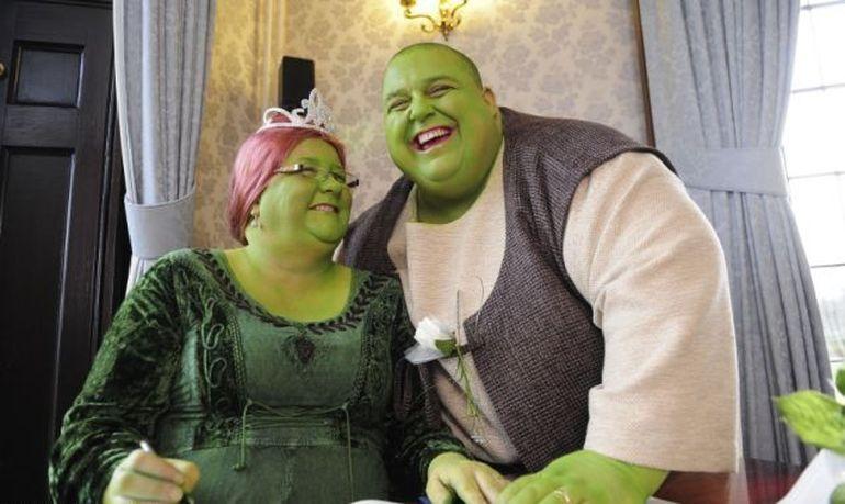 Cea mai tare nunta! Mirii erau obsedati de Shrek asa ca au facut o petrecere inedita cu toti invitatii costumati ca atare - VEZI imagini geniale